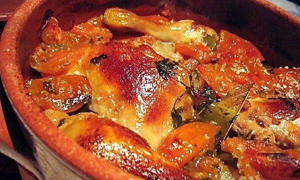 Pollo en cazuela de barro, cocina tradicional portuguesa