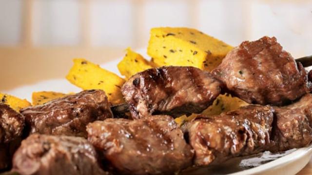 Espetada Madeirense: saborosa brasa portuguesa